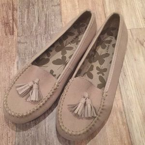NEW pair of suede Lands End tassel loafers 7.5